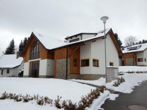 De villa in een winters uiterlijk